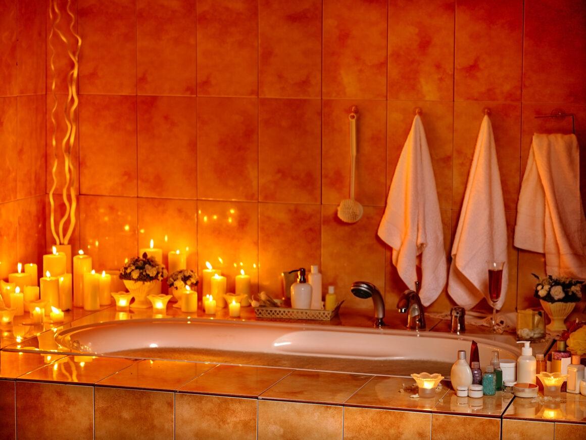 Vasca da bagno con candele