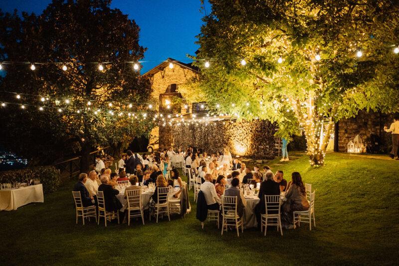 Castello di Rossino di sera -wedding party
